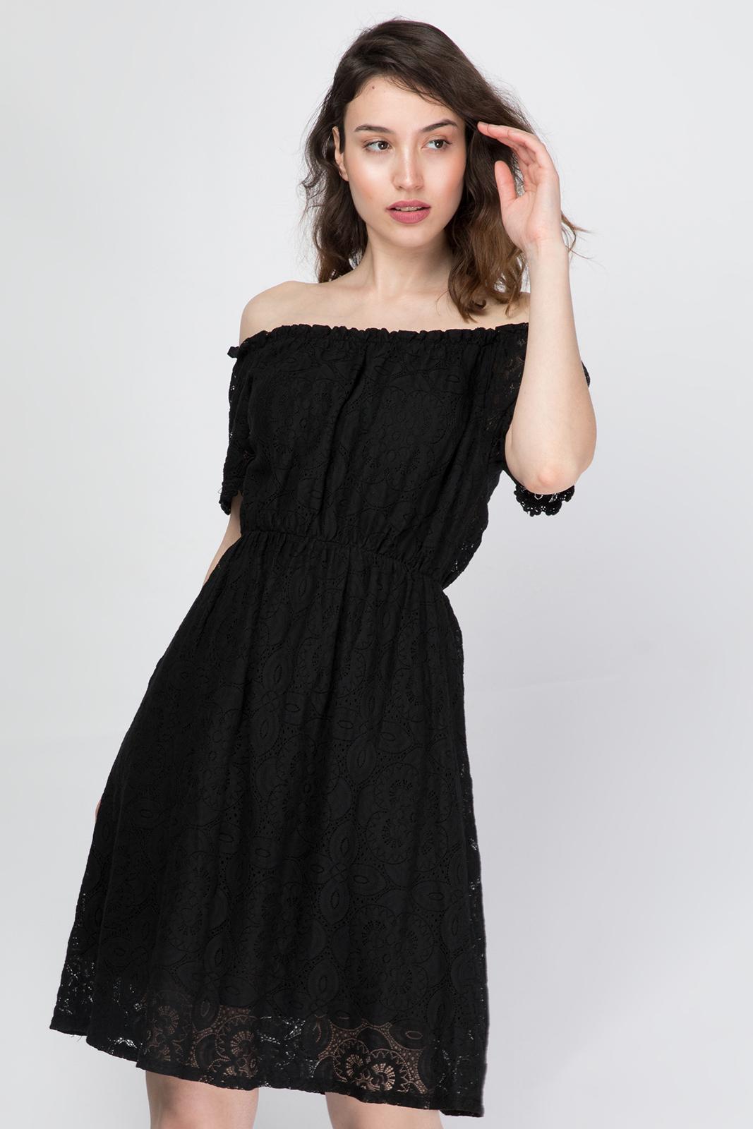Φόρεμα από Δαντέλα με Ακάλυπτους Ωμους